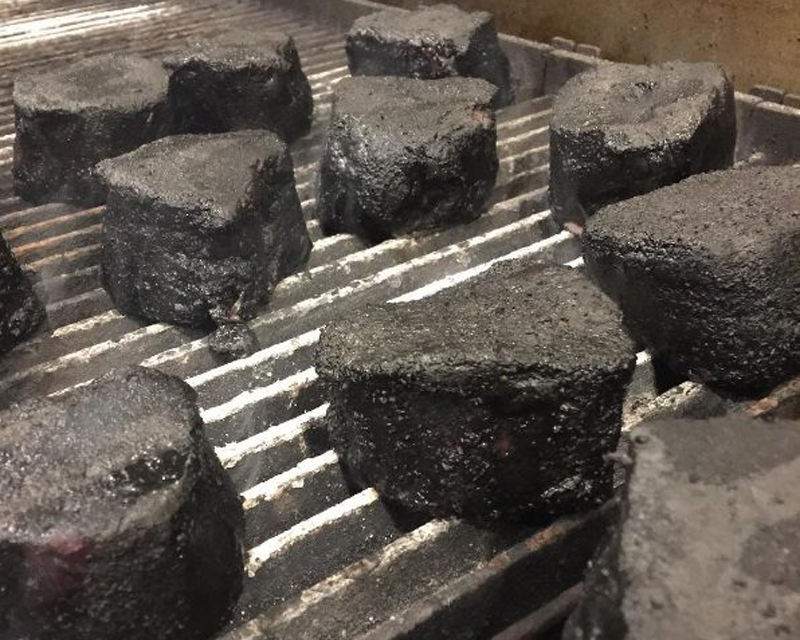 Charcoal Powder Adds Unique Style to Sizzling Steaks